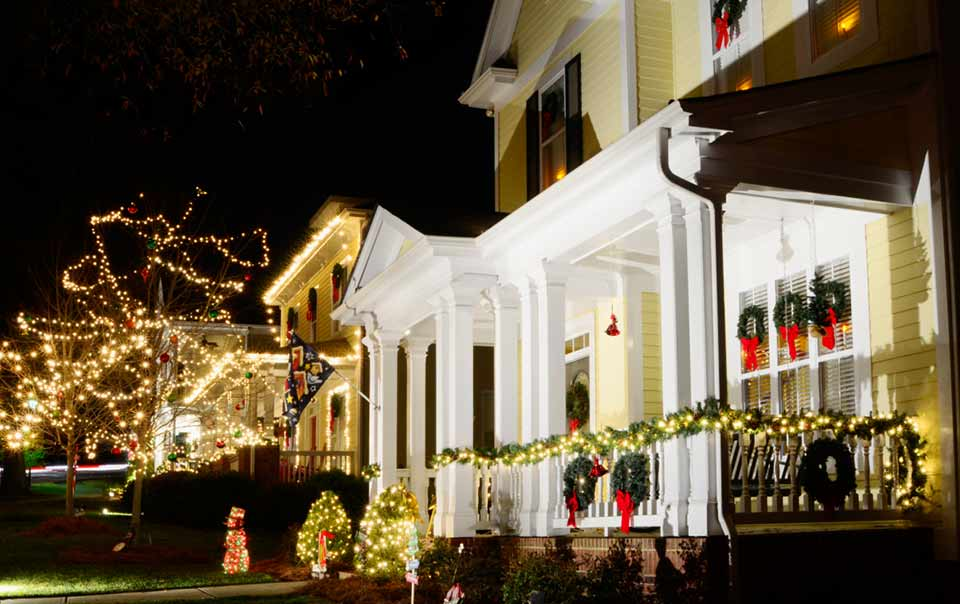 Roof Holiday Decor Safety Knoxville Roofing Roofer